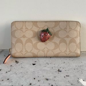 NWT COACH ACCORDION ZIP WALLET WITH FRUIT